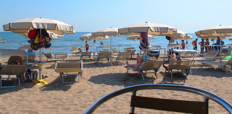 Spiaggia, bagni tamerici Isola Verde